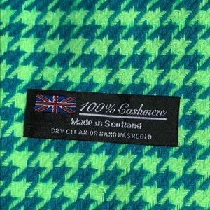 Accessories - Brand new 100% cashmere scarf made in Scotland
